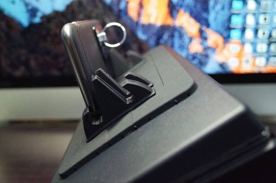 [iPhone]ダッシュボード据え置き型「シリコンスマートフォン車載ホルダー」を買ってみたよ