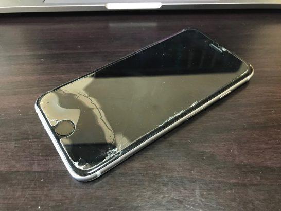 [iPhone]ツインズのiPhone 6sのディスプレイにひび割れが入っていたので「Appleプレミアムサービスプロバイダ」修理に申し込んだよ