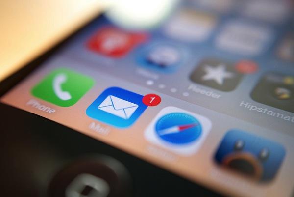 [iPhone][メール]意図しない差出人アドレスになったときの対処方法について(差出人アドレスの変更)