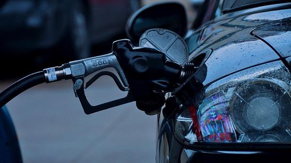 [TIPS]車の給油口の位置を瞬時に判断する一つの方法