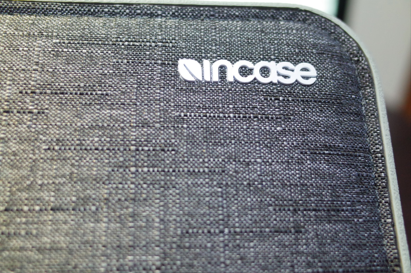「Incase ICON sleeve for MacBook Pro」