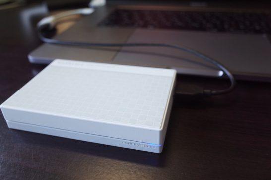 [Amazon]MacBook Pro 15と携行するため買って良かった I-O DATA HDD ポータブルハードディスク 3TB USB3.0バスパワー対応 日本製