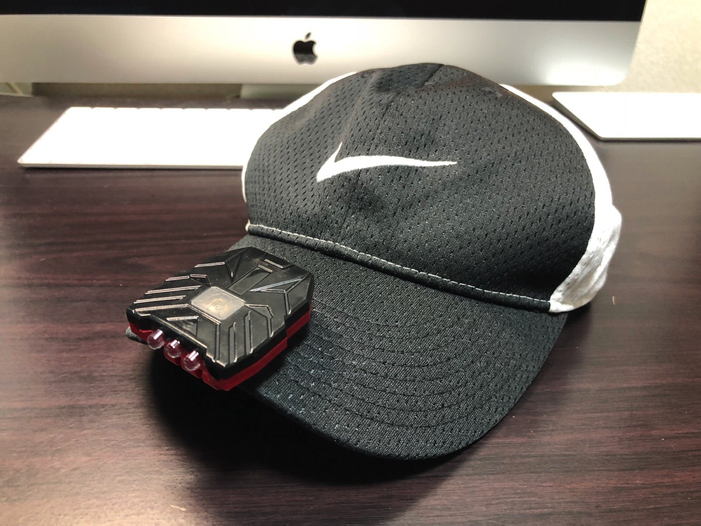 ヘッドライト 40ルーメン LEDキャップライト 帽子ライト センシング機能付 人感センサー ライト 2点灯モード 90度角度調節可能 帽子に挟んで使う-12