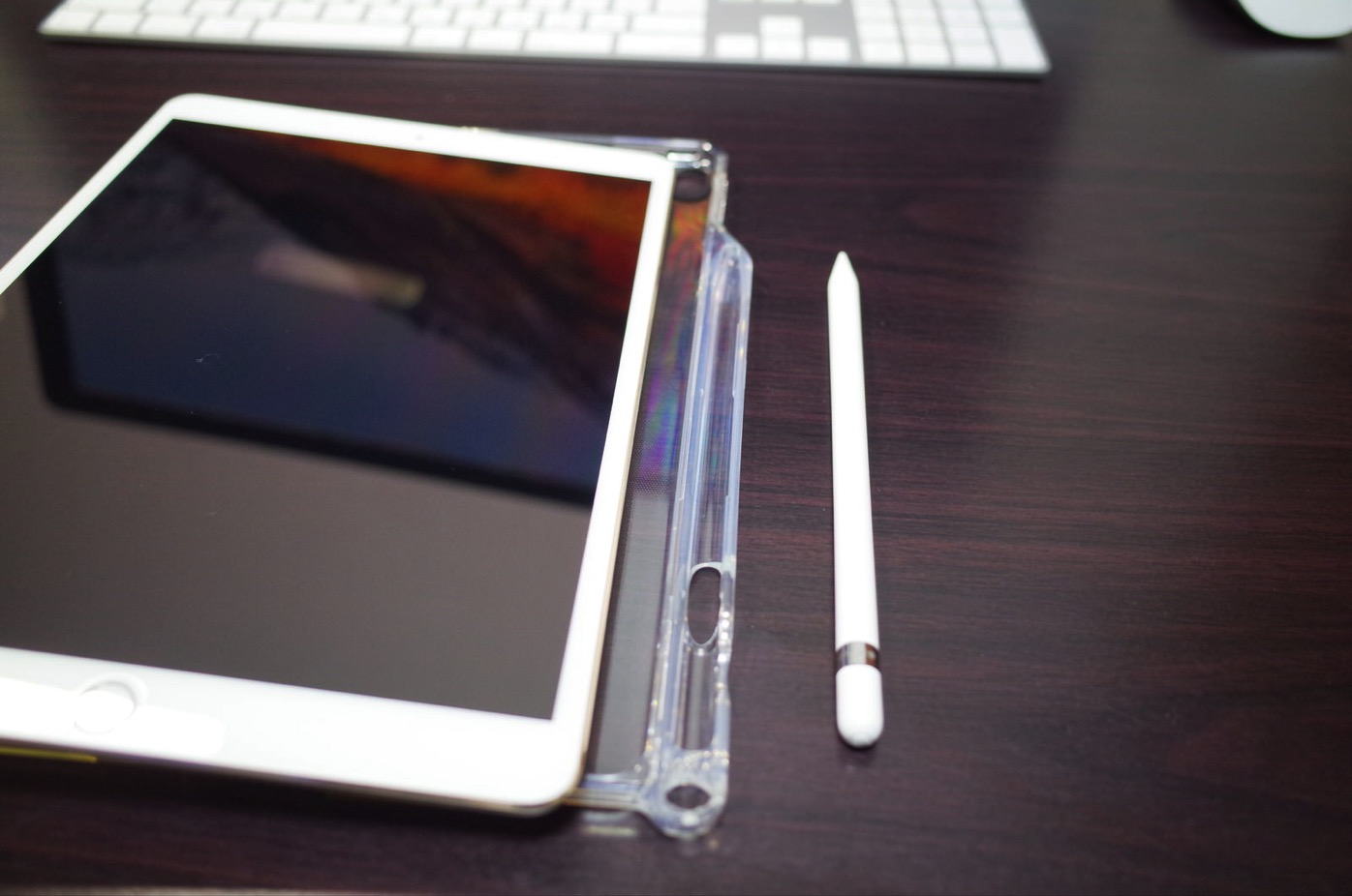iPad Pro 10.5 ケース Poetic -[Lumos Series]- アップル 10.5型 アイパッド プロ 対応 [ウルトラスリム] [TPU製 ケース] Smart Keyboard 対応 Apple Pencil 収納スロット付き (クリスタルクリア)-7
