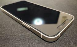 [iPhone]ツインズの iPhone 12 に貼り付けた【2枚セット】NIMASO ガラスフィルム 【ガイド枠付き】がコスパ、品質ともとても気に入った件
